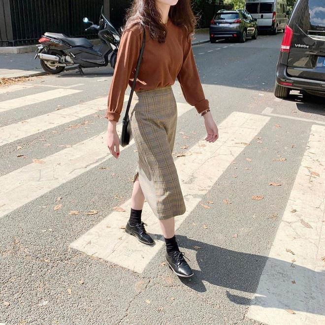 Cẩm nang mix đồ với chân váy dài: 8 công thức giúp bạn lên hương phong cách, ngày nào cũng được khen mặc đẹp - Hình 22