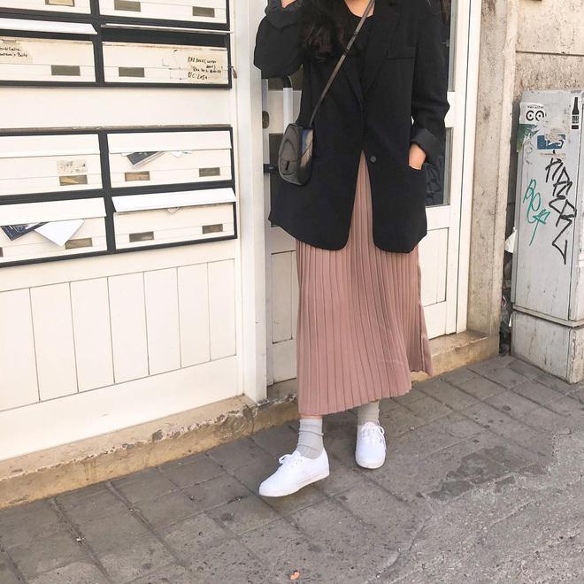 Cẩm nang mix đồ với chân váy dài: 8 công thức giúp bạn lên hương phong cách, ngày nào cũng được khen mặc đẹp - Hình 7