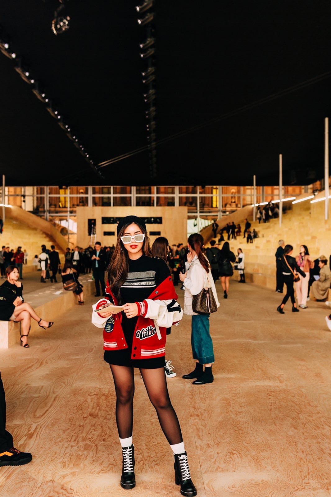 Diện toàn đồ hiệu chất, Rich Kid Tiên Nguyễn khiến Paris Fashion Week sửng sốt - Hình 1