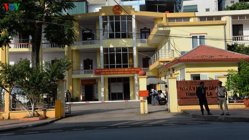 Xét xử vụ gian lận thi cử ở Sơn La: Triệu tập 27 nhân chứng quan trọng - Hình 1