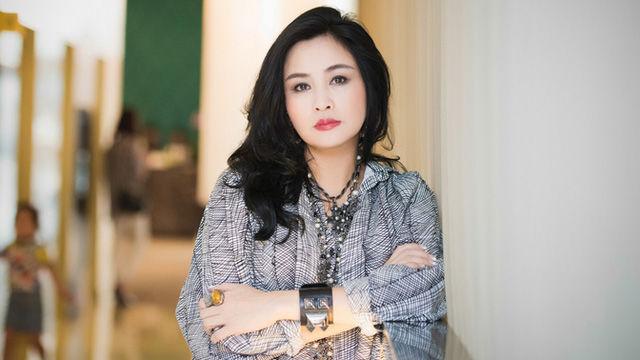 Diva Thanh Lam bất ngờ kể về việc khôn, dại trong tình yêu ở tuổi 50 - Hình 1