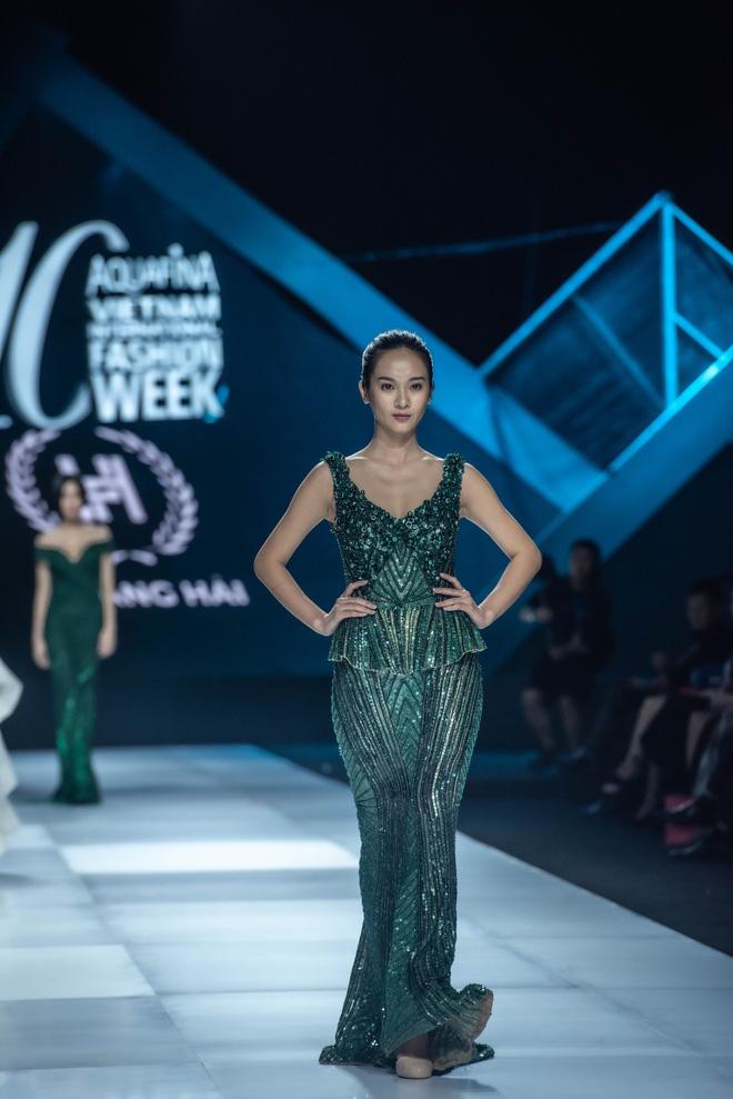 Á hậu Hoàng Thùy mở màn, Hoa hậu Lương Thùy Linh làm vedette trong show diễn khai mạc AVIFW Thu Đông 2019 - Hình 7