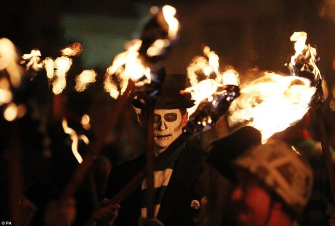 Halloween rùng rợn nhất Châu Âu và lễ hội ma quỷ đáng sợ nhất thế giới - Hình 3