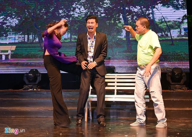 Hoài Linh, Trấn Thành và các nghệ sĩ gắn bó với sân khấu Trống Đồng - Hình 5