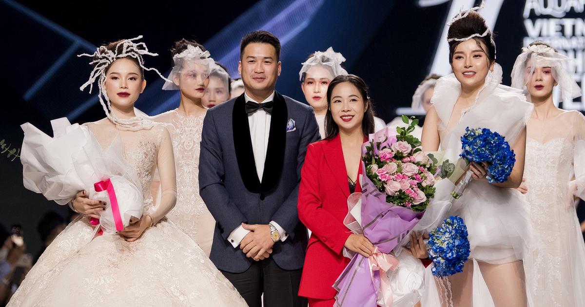 Phillip Nguyễn tình tứ cổ vũ Linh Rin diễn thời trang, Mợ Hai Cao Thái Hà lột xác khi mở màn - Hình 19