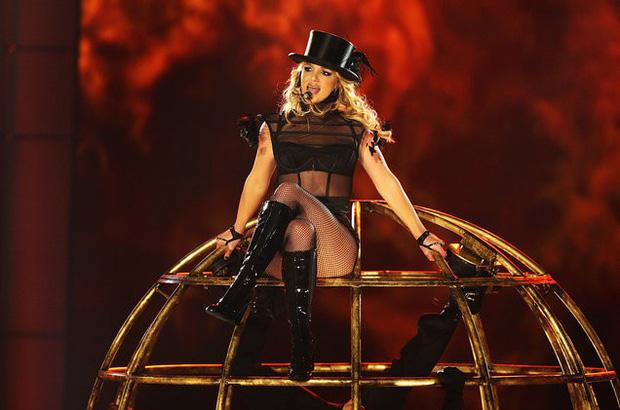 Sốc: Britney Spears bị chính hãng đĩa gọi là một kẻ tâm thần từ 11 năm trước nhưng giờ mới bị phanh phui - Hình 1