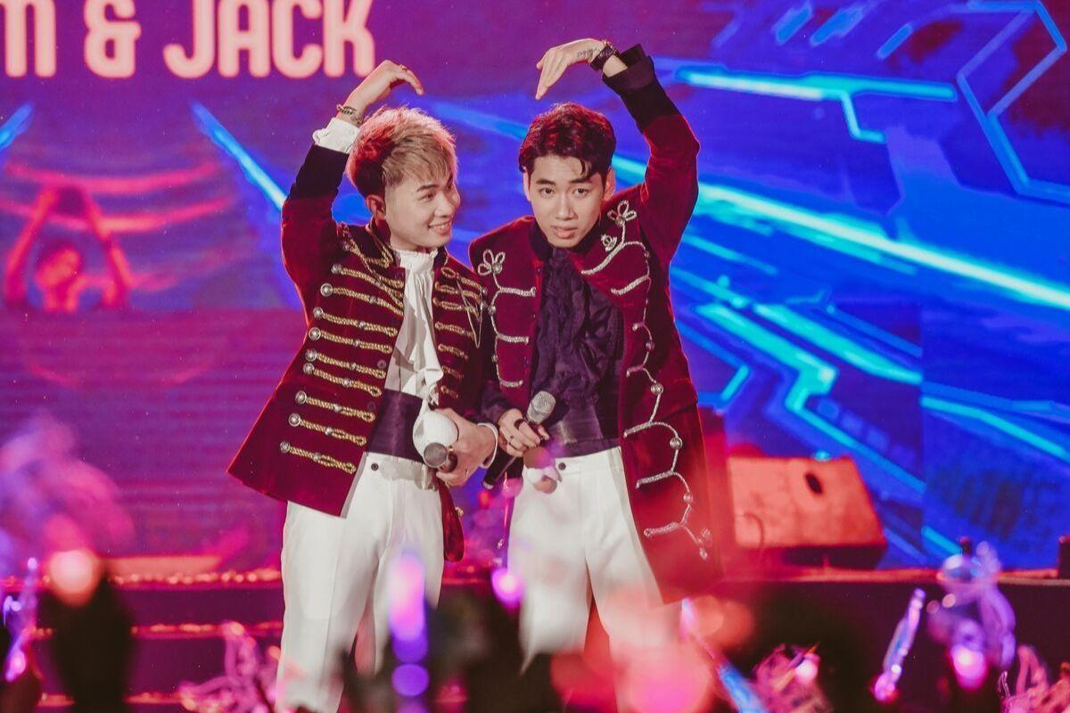 Jack, K-ICM bật khóc khi MV mới đạt Top 4 bảng xếp hạng thế giới - Hình 1