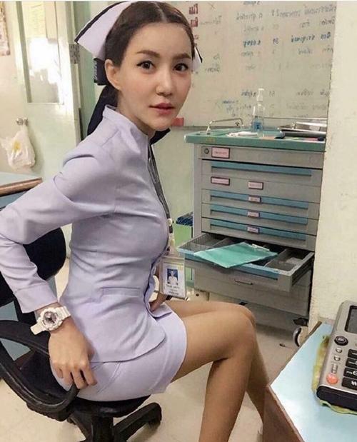 4 nữ y tá, bác sĩ xinh đẹp bị sa thải vì gu thời trang quá bạo so với ngành nghề - Hình 12