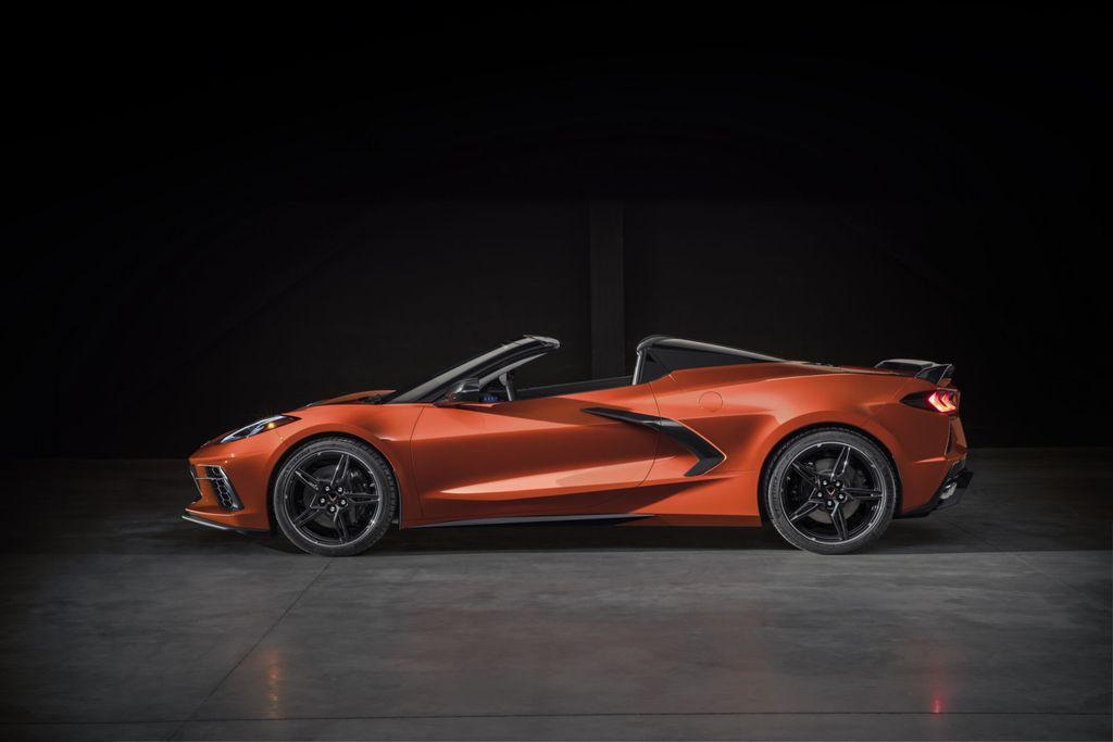 Xế Mỹ Chevrolet Corvette Stingray 2020 mui trần sẽ chỉ nặng hơn bản Coupe đúng 36 kg - Hình 2
