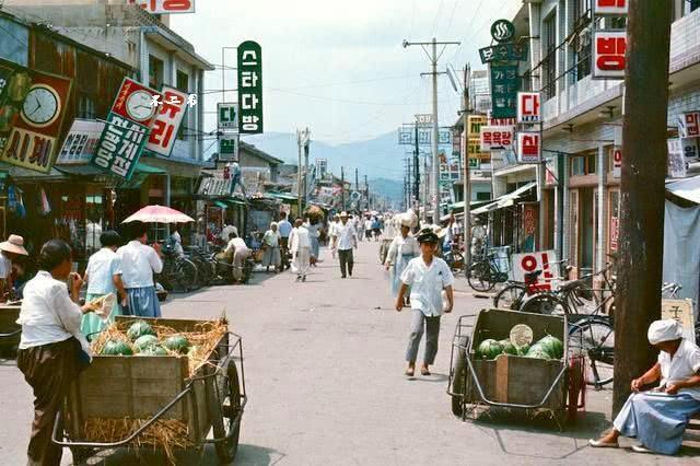 Ảnh màu cực độc về diện mạo Hàn Quốc thập niên 60 - Hình 1