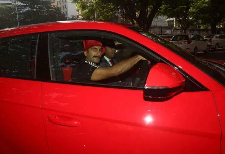Đại gia Ấn sắm Lamborghini Urus đỏ chói chỉ gần 10 tỷ - Hình 2
