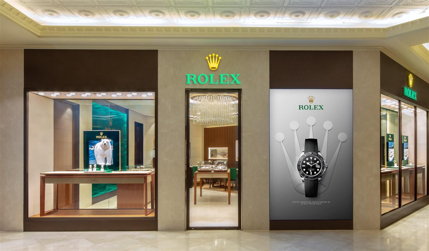 Đàm Vĩnh Hưng, Hoàng Thùy Linh hội ngộ Doanh nhân Thủy Tiên tại buổi khai trương cửa hàng Rolex - Hình 6