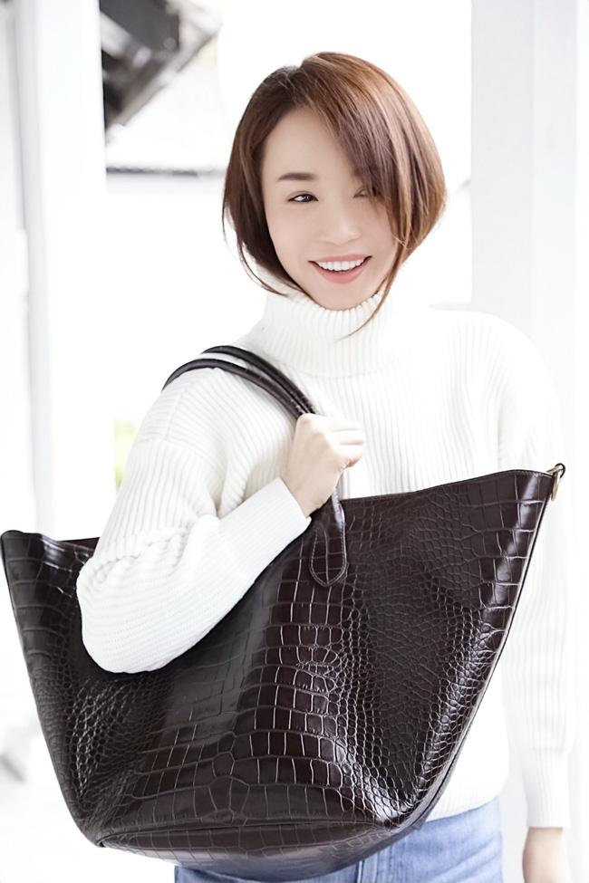 Tiểu Long Nữ Phạm Văn Phương khoe vẻ đẹp trong trẻo ở tuổi 48 - Hình 2