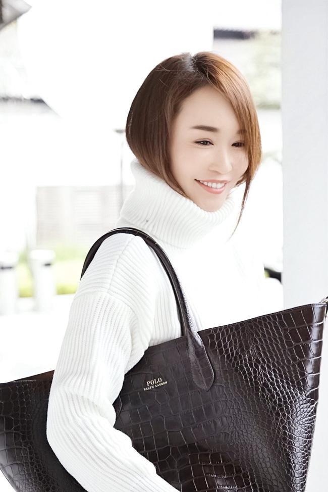 Tiểu Long Nữ Phạm Văn Phương khoe vẻ đẹp trong trẻo ở tuổi 48 - Hình 1