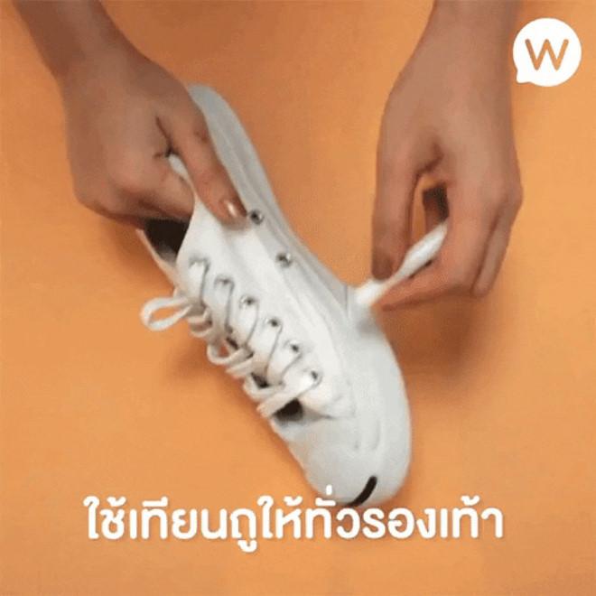 3 mẹo tẩy sạch giày trắng bị ố bẩn, ngả màu dễ làm tại nhà - Hình 2