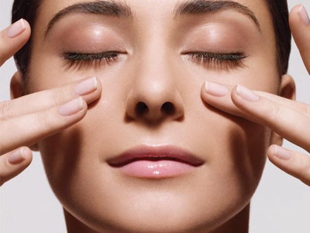 5 cách chăm sóc da vùng mắt tránh quầng thâm, nếp nhăn - Hình 2