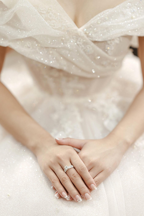 Váy cưới lấy cảm hứng từ đóa Calla nở rộ - Hình 10