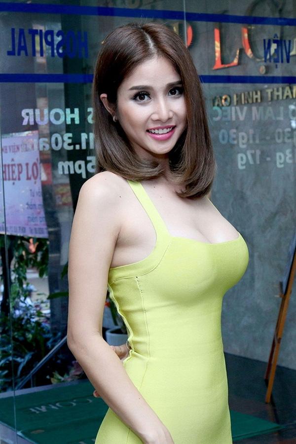 Vợ cũ Phan Thanh Bình: Xưa vòng 1 mỏng, nay ngực nâng để ra chất lẳng lơ trong phim - Hình 4