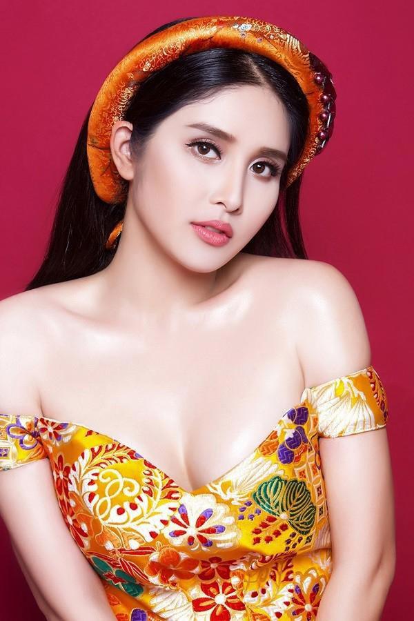 Vợ cũ Phan Thanh Bình: Xưa vòng 1 mỏng, nay ngực nâng để ra chất lẳng lơ trong phim - Hình 6
