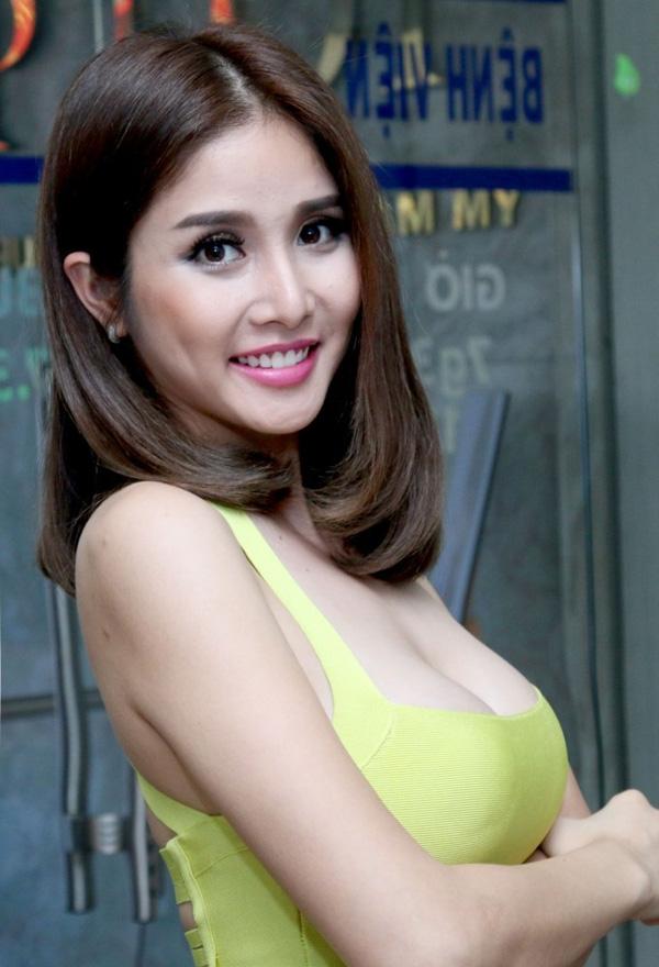 Vợ cũ Phan Thanh Bình: Xưa vòng 1 mỏng, nay ngực nâng để ra chất lẳng lơ trong phim - Hình 9