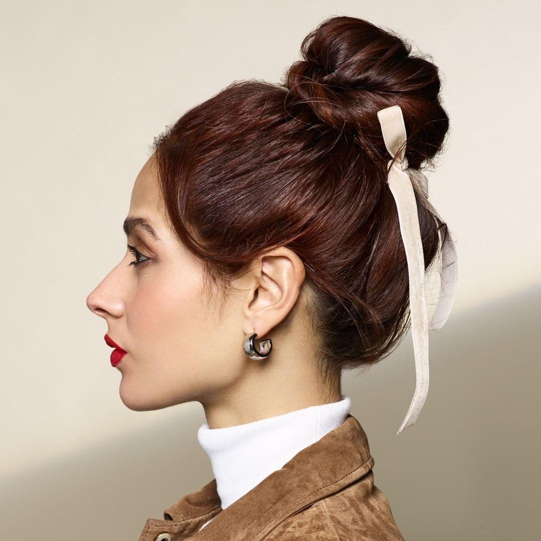 Biến thời gian làm tóc thành niềm vui với 5 kiểu tóc búi lệch này - Hình 5