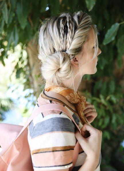 Biến thời gian làm tóc thành niềm vui với 5 kiểu tóc búi lệch này - Hình 4