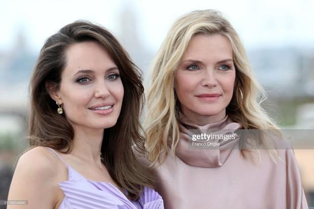 Có 1 nữ minh tinh đẹp thần thánh đến mức Angelina Jolie phải crush thầm bao năm giờ mới dám thổ lộ - Hình 2