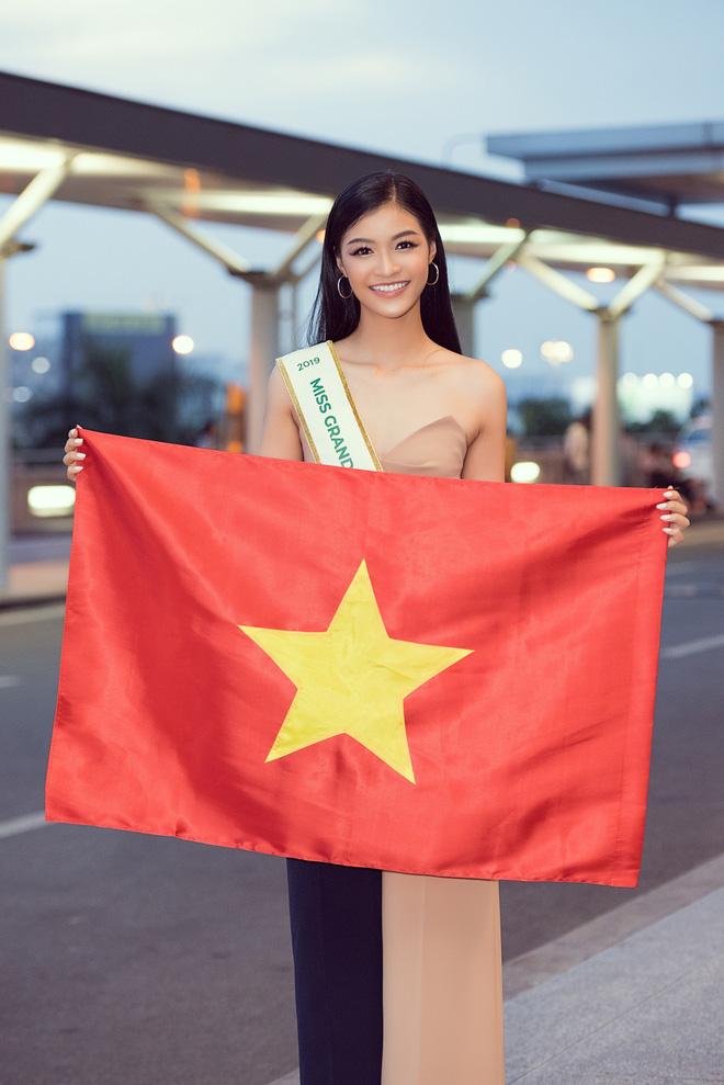 Một mình chinh chiến tại Miss Grand International 2019, Kiều Loan ấm lòng vì món quà đặc biệt của Hoa hậu H'Hen Niê. - Hình 1