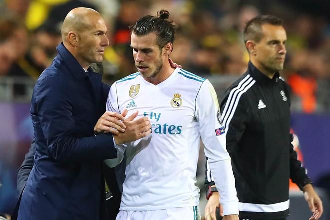 MU thua Liverpool thì Solskjaer bay ghế, Bale quậy Zidane - Hình 2