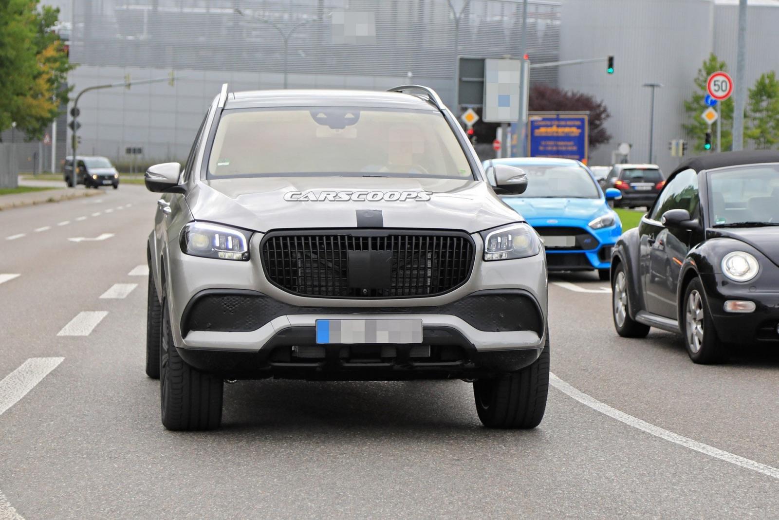 SUV đầu bảng Mercedes-Maybach GLS-Class 2020 xuất hiện không che chắn ngoài đường - Hình 1