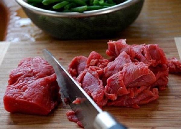 Thịt bò đem xào với thứ này cực ngon mà lại giàu dưỡng chất - Hình 1