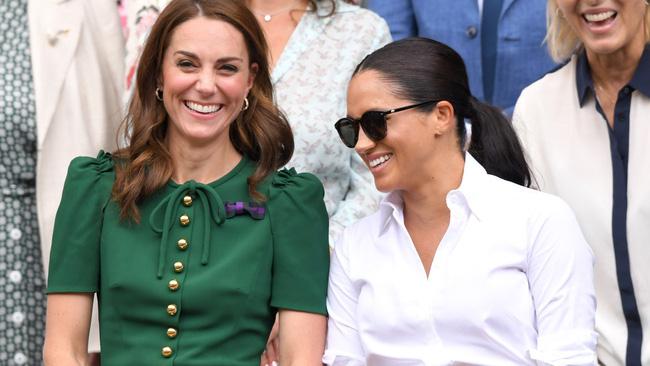 Tình chị em nồng thắm như Công nương Kate và Meghan: Có lọ dầu dưỡng chống lão hóa cũng chia nhau dùng chung? - Hình 1