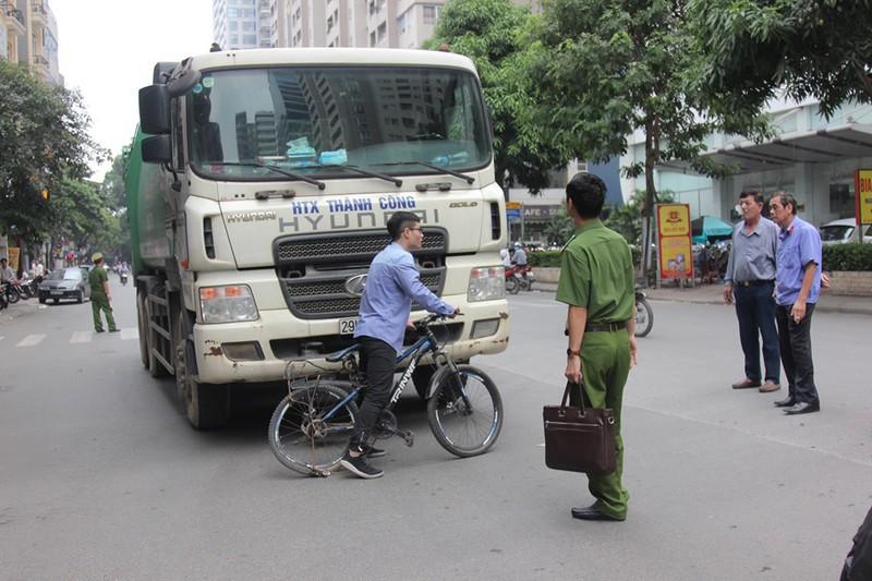 Vụ xe rác đâm tử vong học sinh ở Thanh Xuân : Nghi vấn bỏ lọt tội phạm - Hình 1