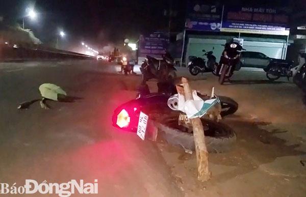 Xe máy va chạm xe ô tô, một người tử vong - Hình 1