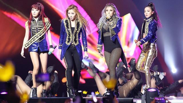 Minzy bất ngờ xuất hiện cổ vũ đàn chị nhưng biểu cảm xúc động của Park Bom lại gây chú ý hơn cả! - Hình 5