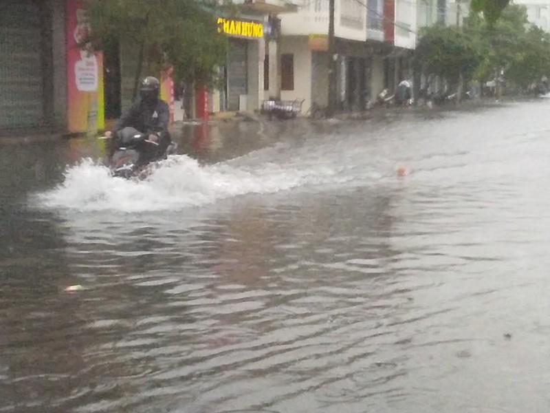 Nam Trung Bộ căng mình chống bão - Hình 2
