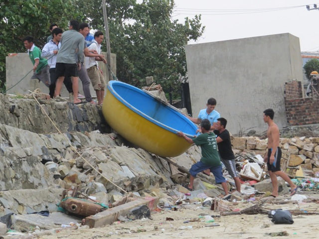 Phú Yên: Sơ tán 36.000 dân vùng hiểm yếu trước bão số 6 - Hình 2