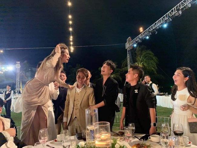 Tình trạng chung của showbiz Việt sau đám cưới Đông Nhi - Ông Cao Thắng: Mất trí nhớ đồng loạt, không tự nhận thức được hành động của bản thân - Hình 1
