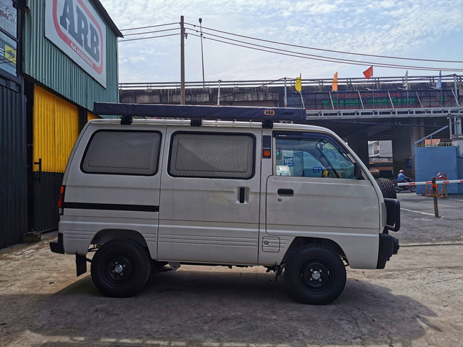 Suzuki Carry Van độ thành xe đi cắm trại ở Việt Nam - Hình 2
