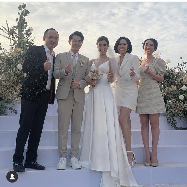 Rút kinh nghiệm từ dàn khách mời tại đám cưới Đông Nhi: Dự đám cưới ngoài bờ biển tốt nhất là để giày gót nhọn ở nhà - Hình 2
