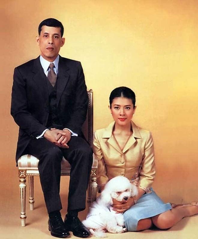 Vợ hai vua Thái lưu lạc ở đâu sau cáo buộc ngoại tình? - Hình 2