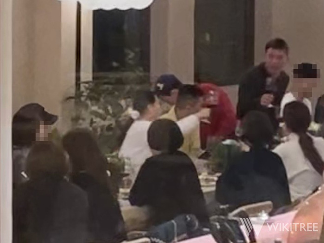 Xúc động cảnh BIGBANG đoàn tụ như gia đình: Taeyang gặp lại bà xã Min Hyo Rin, được G-Dragon và T.O.P đưa đi cắt tóc - Hình 1