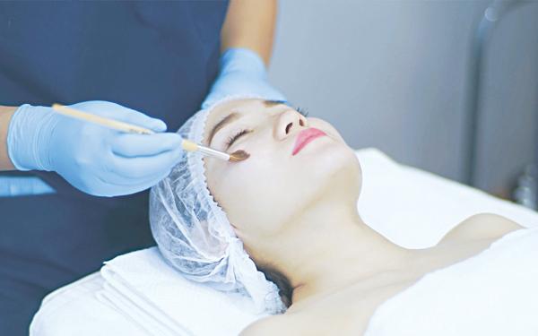 Điều trị sẹo do mụn, người Việt Nam dễ bị tăng sắc tố - Hình 1