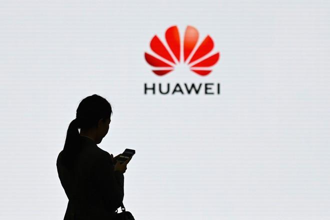Huawei treo thưởng 286 triệu USD cho nhân viên giúp công ty cầm cự - Hình 1