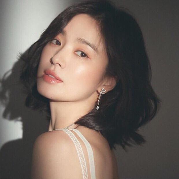 Loạt bí kíp của Song Hye Kyo giúp các quý cô rút được cả tá chiêu skincare đúng chuẩn - Hình 2