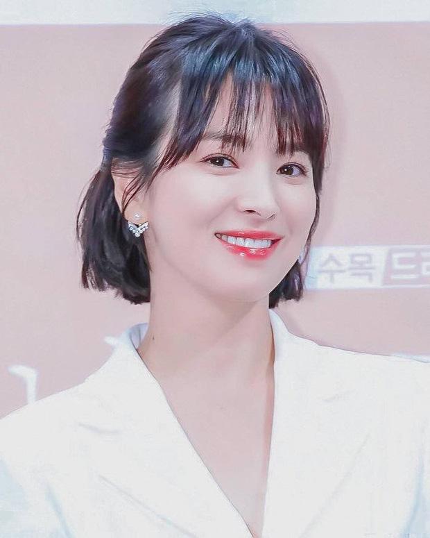 Loạt bí kíp của Song Hye Kyo giúp các quý cô rút được cả tá chiêu skincare đúng chuẩn - Hình 4