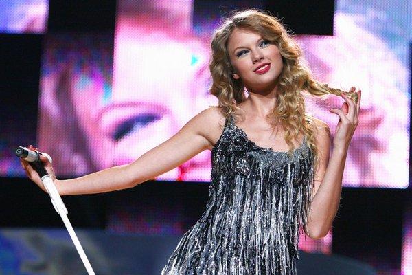 Ngày này năm xưa: 11 năm trước, Taylor Swift đã phát hành một album làm nên tên tuổi công chúa nhạc đồng quê của mình! - Hình 2