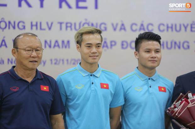 Quang Hải - Văn Toàn nói chuyện bí ẩn, nhận thưởng khủng trước thềm trận đấu với UAE và Thái Lan tại vòng loại World Cup 2022 - Hình 1