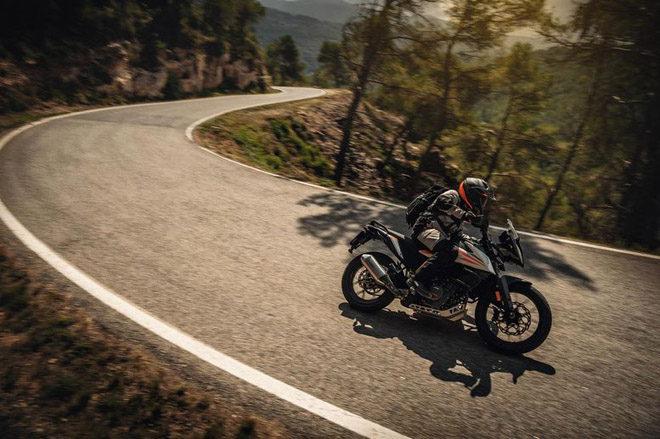 Ra mắt KTM 390 Adventure và 890 Duke R hiệu suất cực cao - Hình 1