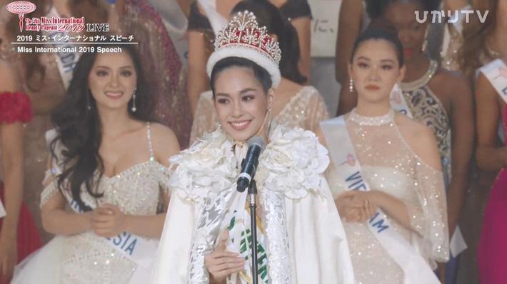 Tân Hoa hậu Quốc tế 2019: Biết là xinh đẹp nhưng nhan sắc ít phấn son mới gây bất ngờ, style cũng chất chẳng kém ai - Hình 1